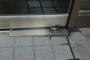 フロアヒンジ(ドア部品)交換修理